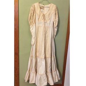 Vintage 1970s Gunne Sax white dress wedding small